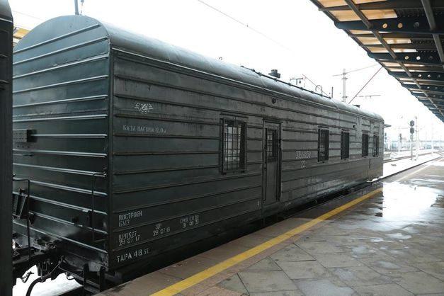 «Укрзалізниця» запустила перші модернізовані вагони для супроводу військових ешелонів