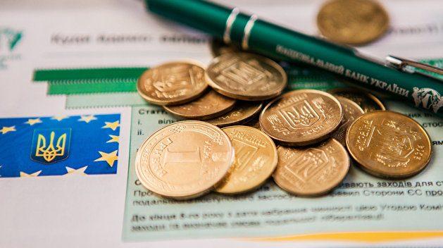 По данным Нацбанка валовой внешний долг Украины на начало 2018 года составляет 116,578 миллиарда долларов что на 2,59 процента больше чем за ана