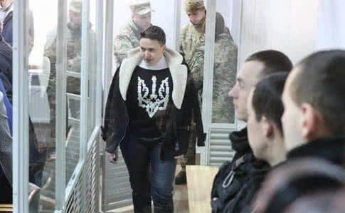 Савченко поскаржилася на відеоспостереження і затемнені вікна вкамері