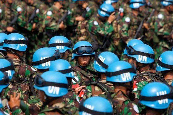 Порошенко: неменее 40 стран хотят отправить миротворцев вДонбасс