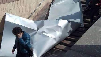 ВКиеве напенсионерку упал железный лист обшивки снового ТРЦ