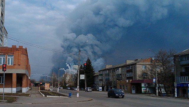 Увоенных складов вБалаклее произошел пожар, слышны взрывы