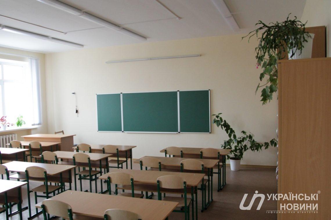 Вукраинской школе распылили неизвестное вещество: детей массово эвакуировали