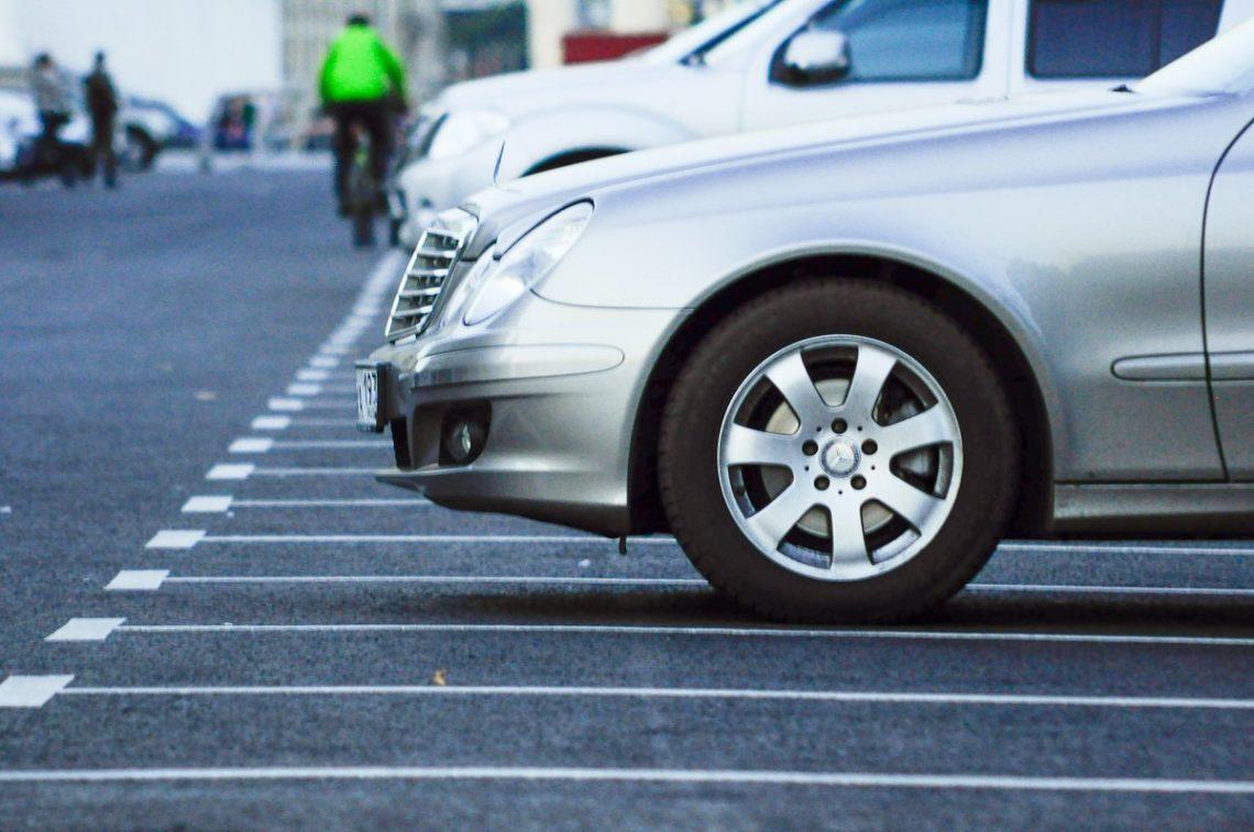 На 2-х  дорогах  вцентре столицы Украины  запретили парковать автомобили