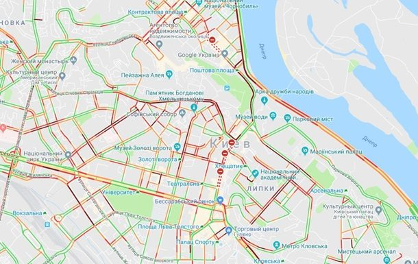 Центр Києва в четвер, 17 травня, паралізували затори. Про це свідчать дані сервісу Google.