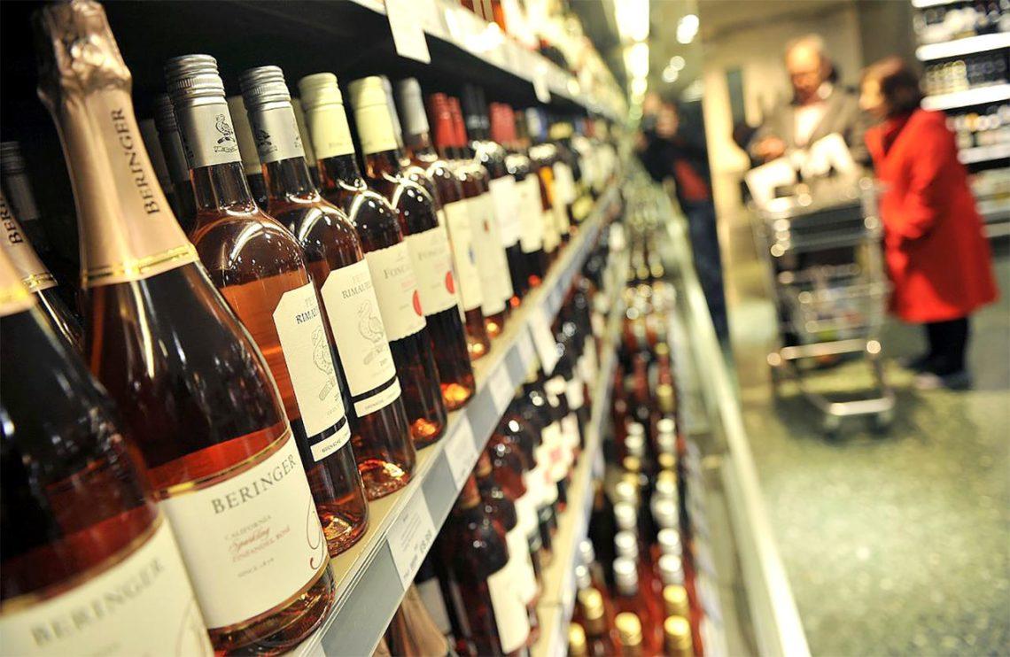 Міністерство економічного розвитку і торгівлі пропонує підвищити мінімальні оптово-відпускні та роздрібні ціни на окремі види алкогольних напоїв.