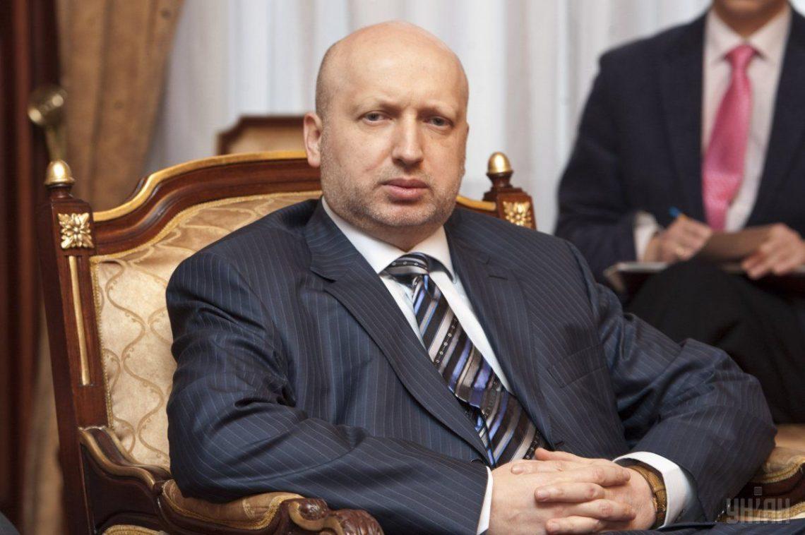 Турчинов объявил о«военной угрозе» Украине из-за Крымского моста