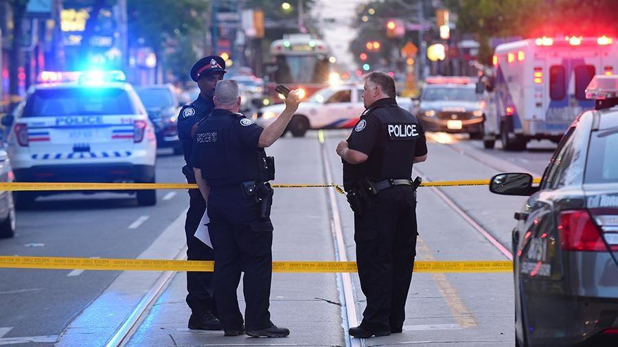 Внаслідок стрілянини, яку відкрили напередодні невідомі на вулиці недалеко від центру Торонто, чотири людини отримали поранення.