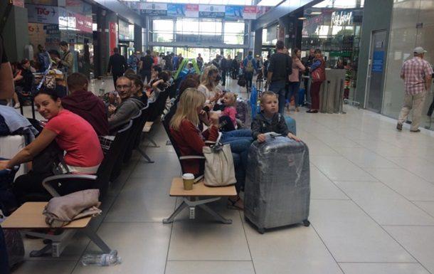 524 украинских туриста вернулись изАнталии в государство Украину  - МИД