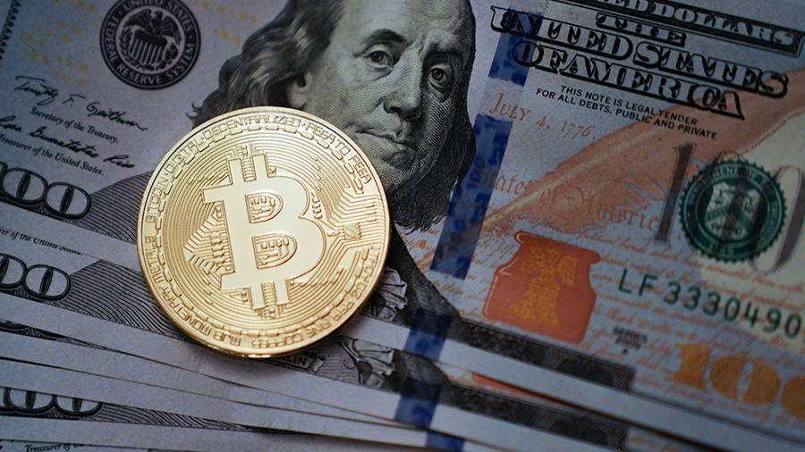 Криптовалюта продолжает рост: курс биткоина превысил $8 тыс.