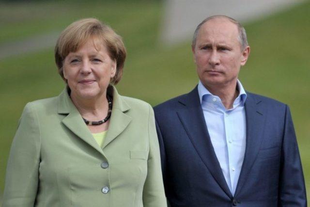 Меркель розповіла Порошенку про результати переговорів з Путіним