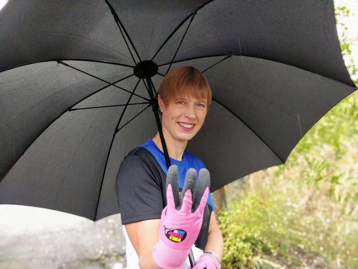 Президент Эстонии поработала уборщицей впарке Днепра