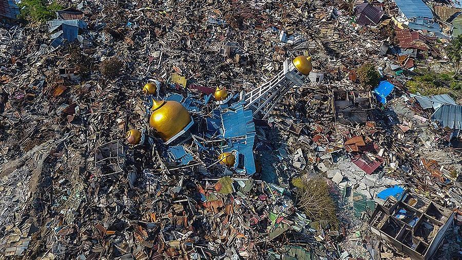 Землетрясение ицунами вИндонезии: погибли уже неменее  830 человек