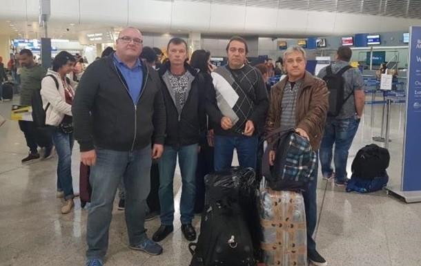 Троє українських моряків повернулися на батьківщину через більше року, проведених у грецькій в'язниці.