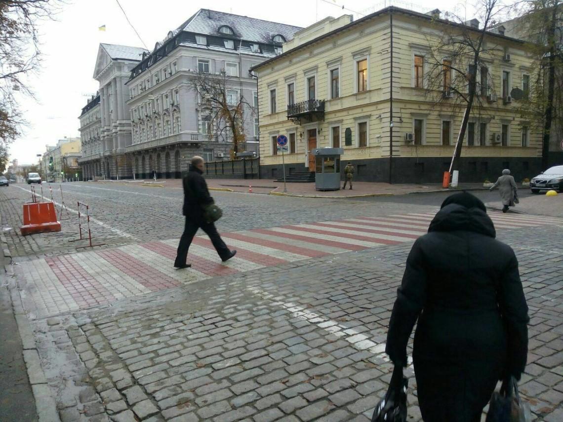 У КМДА почали втілювати в життя проект Володимира Басовского — сенсорне освітлення 29 пішохідних переходів. Почали з перших 12-ти.