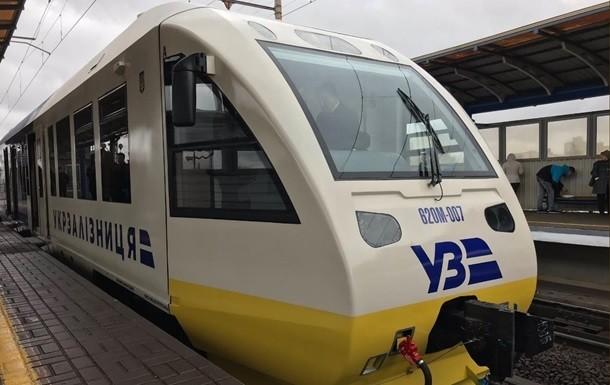 «Укрзализныця» остановила реализацию билетов напоезда дальнего следования