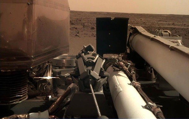 NASA space agency InSight spacecraft made it possible to get another picture of Mars Planet Red on landing.