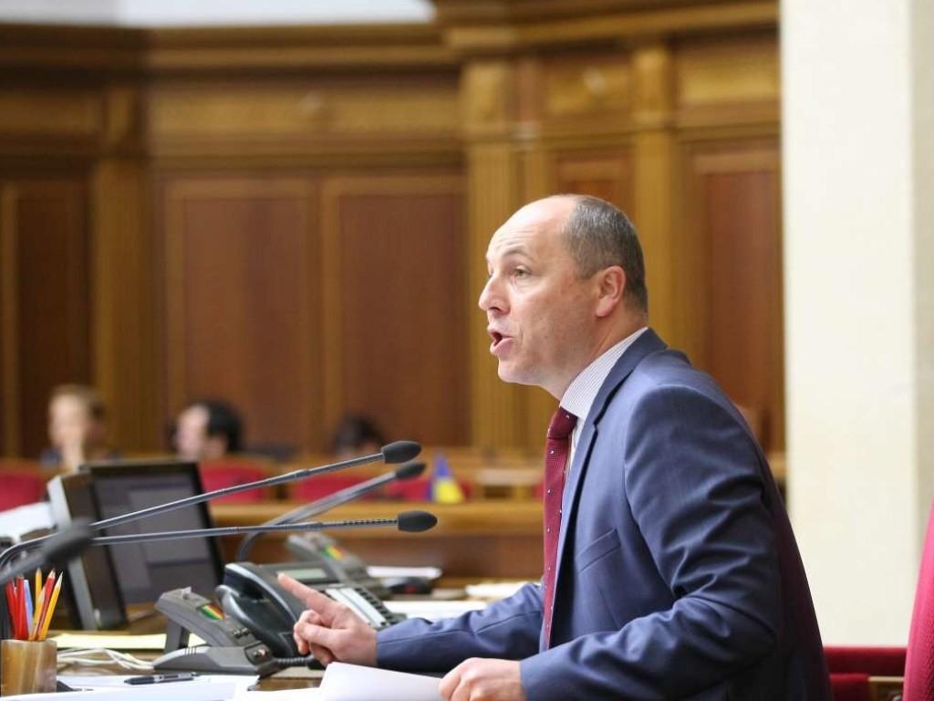 Верховна Рада схвалила в другому читанні законопроект №8361 про прилеглу зону України. За законопроект після кількох невдалих спроб проголосували 244 нардепа.