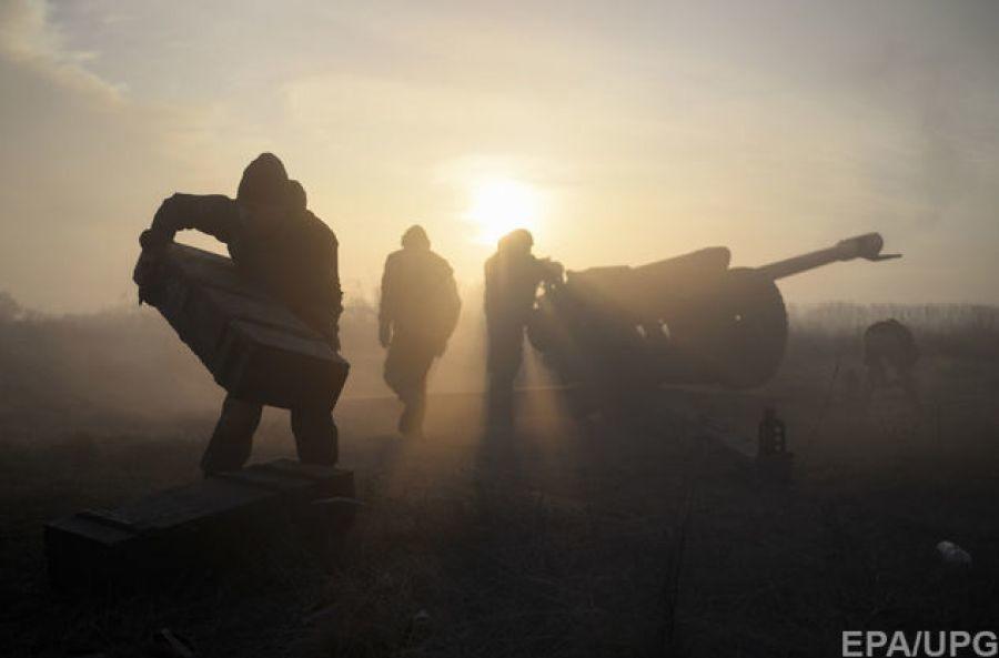 За даними українських військових, бойовики вели прицільний вогонь із мінометів калібру 82 мм по позиціях Об'єднаних сил у районі населеного пункту Новотошківське на Луганському напрямку.
