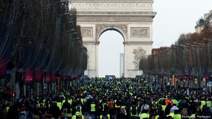Демонстрації у великих містах відзначилися зіткненнями з поліцією. За повідомленнями поліції, було затримано більше 1 тисячі чоловік.