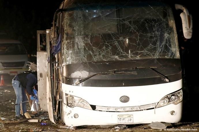 Около египетских пирамид взорвали автобус стуристами