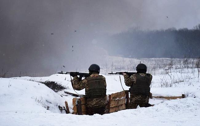 У зоні проведення операції Об'єднаних сил на Донбасі сьогодні, 11 січня 2019 року, внаслідок обстрілів поранення отримав один український військовий.