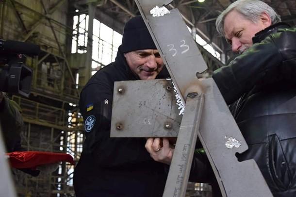 Порошенко присвоил звания двум морякам, задержанным вАзовском море
