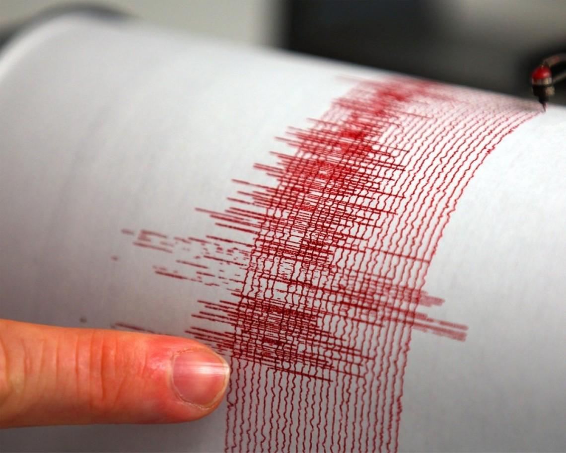 По крайней мере три человека пострадали в результате землетрясения магнитудой 5,7 которое произошло в четверг на северном японском остров