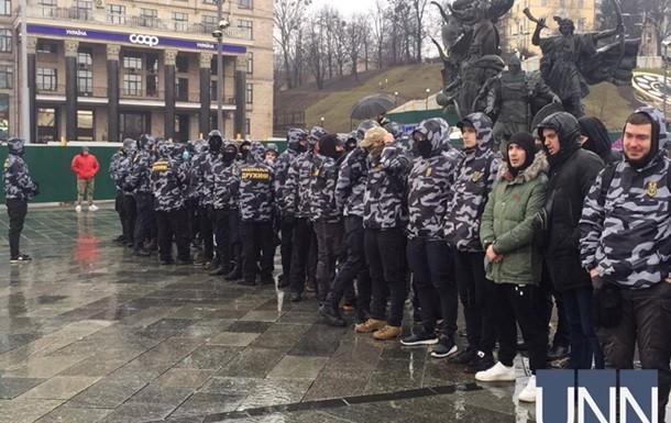 На Майдане Незалежности в Киеве начался начался сбор людей на акцию которую ранее анонсировал Национальный корпус