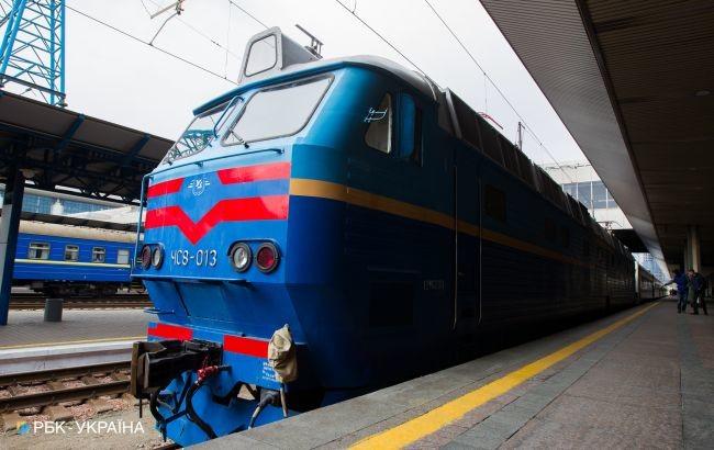 Укрзалізниця призначила 7 додаткових потязі в і додаткові рейси графікових потязі в на Великдень і травневі свята.