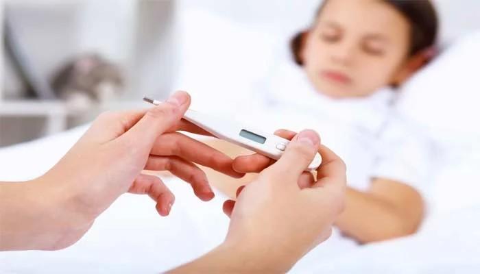 Нормальна температура тіла здорової дорослої людини становить 36,5 — 37 градусів за Цельсієм.