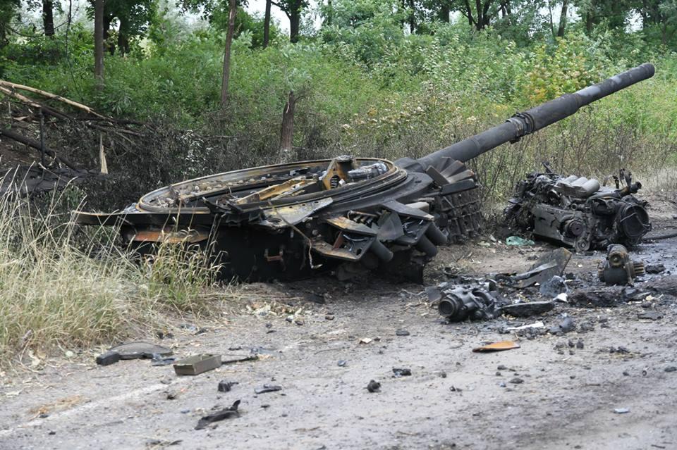 фото разбитой и подбитой военной техники миру